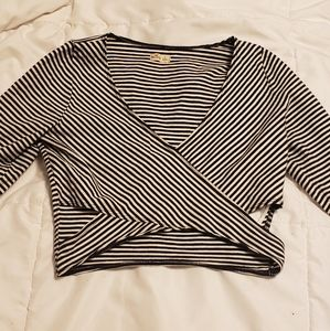 Hollister 3/4 sleeve crop top